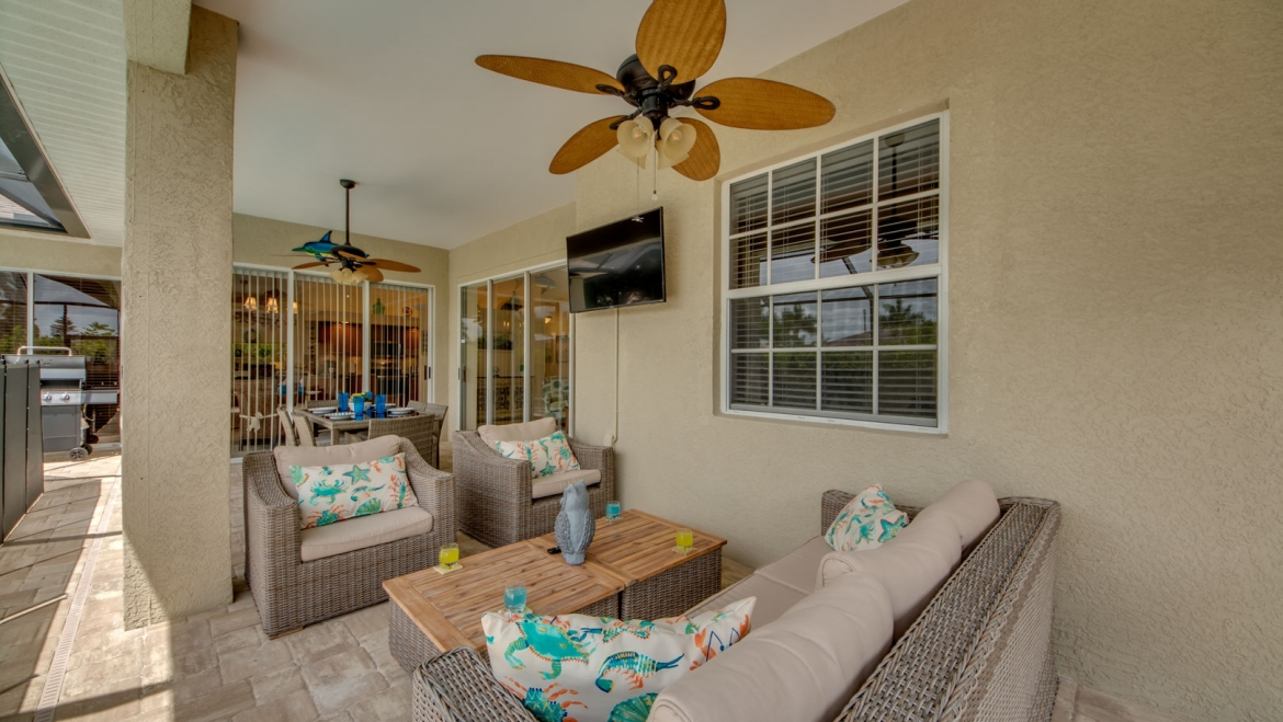 Outside sitting area with 55″ TV